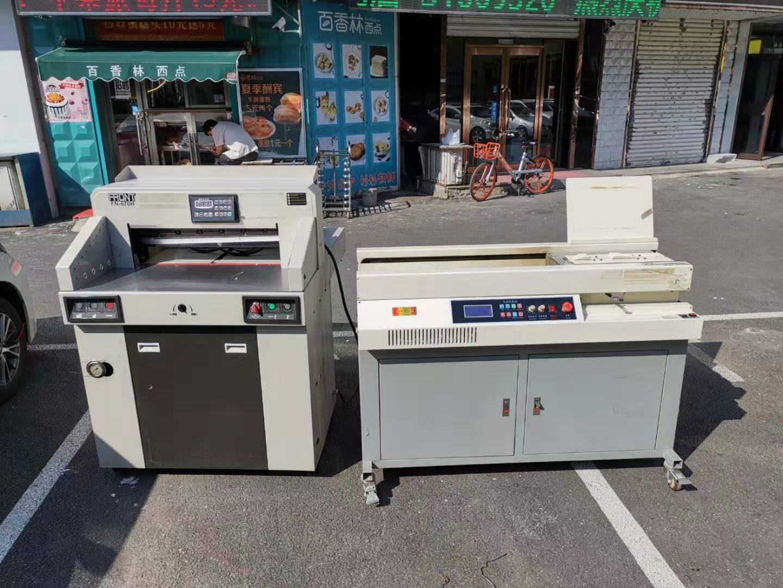 本公司现有两台二手印后设备一台切纸机一台胶装机,低价出售,预购从速哦